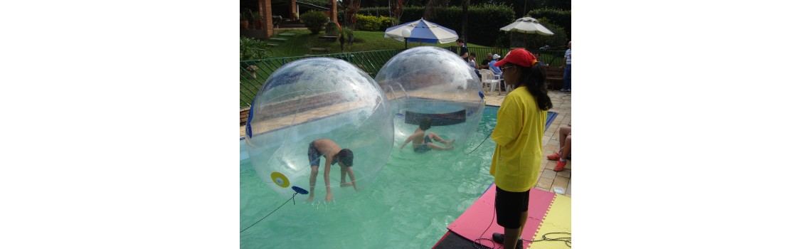 Water Ball na piscina